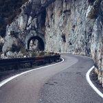 Motocyklem przez Strada della Forra – poczuj się jak agent 007!